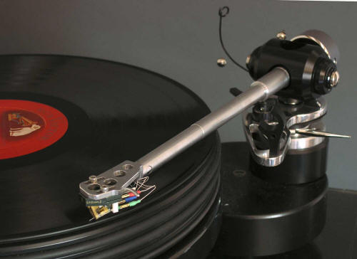 Tonearm-Illustrious-On-Deck-Angle