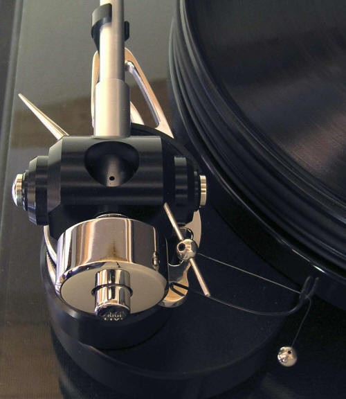 Tonearm-Illustrious-On-Deck-Back